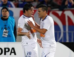 Samudio e Ricardo Goulart gol Cruzeiro x Universidad de Chile (Foto: Reuters)