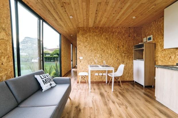 O escritório Colectivo Creativo, da Colômbia, criou a VIMOB, uma casa de 37 m²  toda feita de madeira e que pode ser transportada facilmente (Foto: Felipe Orvi / Divulgação)