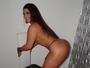 Mulher Melancia posa de topless e empina bumbum gigante: 'Seja você'