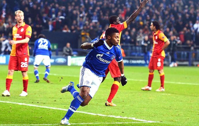 Michel Bastos comemora gol do Schalke contra o Galatasaray (Foto: Getty Images)