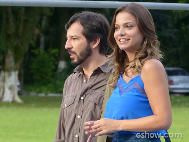 Bárbara e Virgílio assumem falha com os alunos (Foto: Malhação / TV Globo)