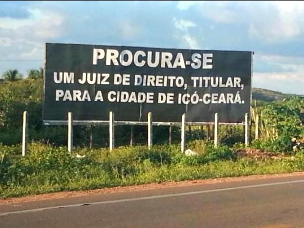 Outdoors foram postos nas entradas e saídas de Icó (Foto: Rubens Brasil/Arquivo Pessoal)
