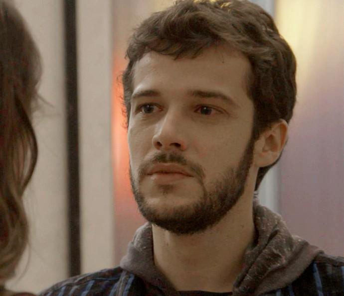 Giovanni relembra a história dos dois e amolece o coração da fotógrafa (Foto: TV Globo)