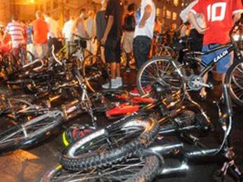 Dezenas de ciclistas foram atropelados em 2011 (Foto: Ricardo Duarte/Agência RBS)