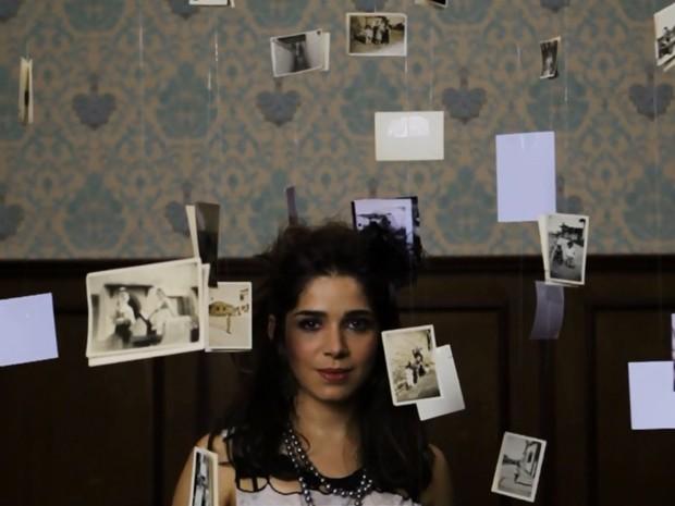 Sabrina Petraglia é estrela de clipe musical tema de Itália (Foto: Clipe 'Em meio a tudo')