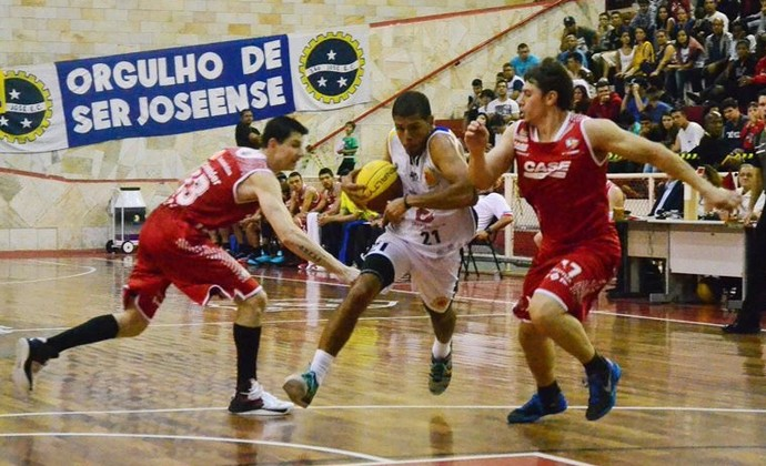 quezada sao jose basquete (Foto: Tião Martins/ PMSJC)