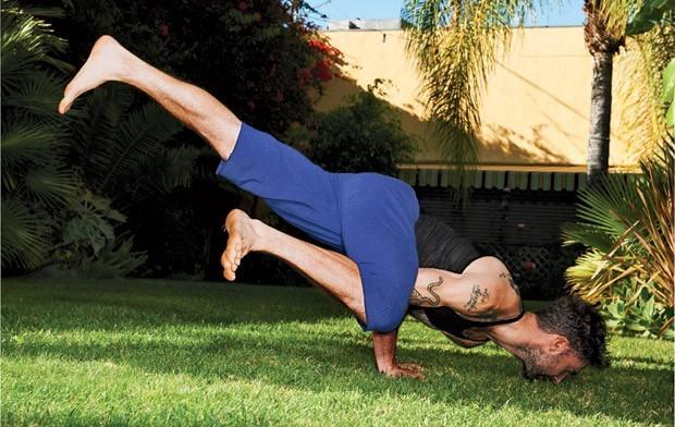 Corpo & mente: Adam Levine investe na prática do ioga (Foto: Eric Ray Davidson)