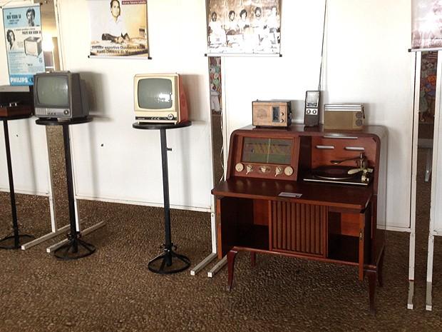 Na Era do LED, exposição mostra aparelhos antigos de televisão (Foto: Divulgação)