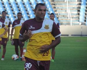 Volante Diones do Sampaio volta ao time titular depois de duas rodadas (Foto: Sampaio Corrêa/Divulgação)