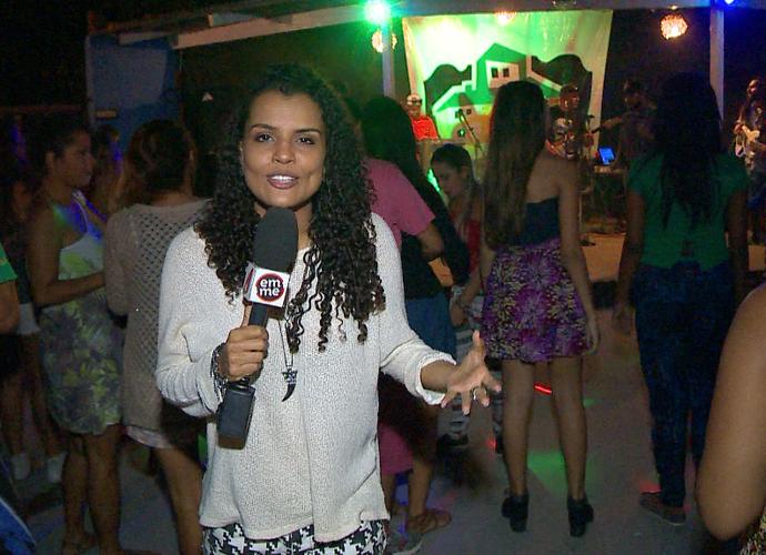 Lorena Fafá confere os agitos da festa show Sunset Reggae  (Foto: Divulgação/TV Gazeta)