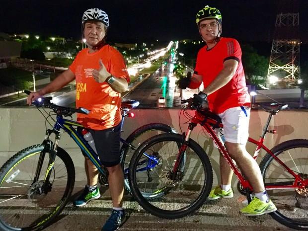 O comerciante Sérgio Urel e um amigo durante passeio de bicicleta em Cuiabá (Foto: Arquivo pessoal/ Sérgio Urel)
