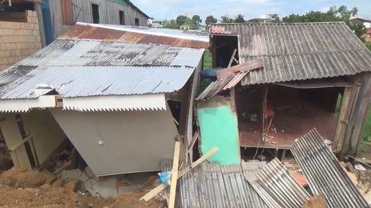 Após temporal, Defesa Civil interdita casas em Manacapuru no Amazonas