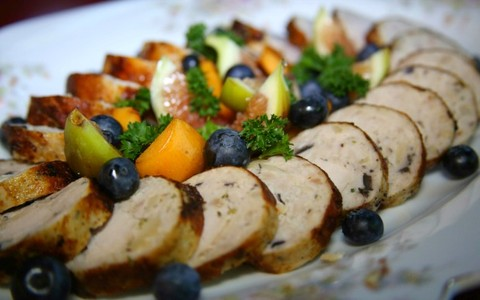 Sobras de peru: galantine com batatas e maçãs salteadas