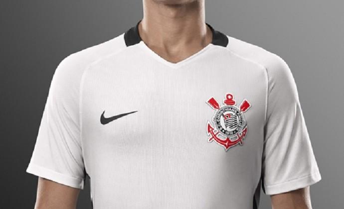Manto sagrado  Corinthians lança novo uniforme em Itaquera  veja fotos a39d075198660