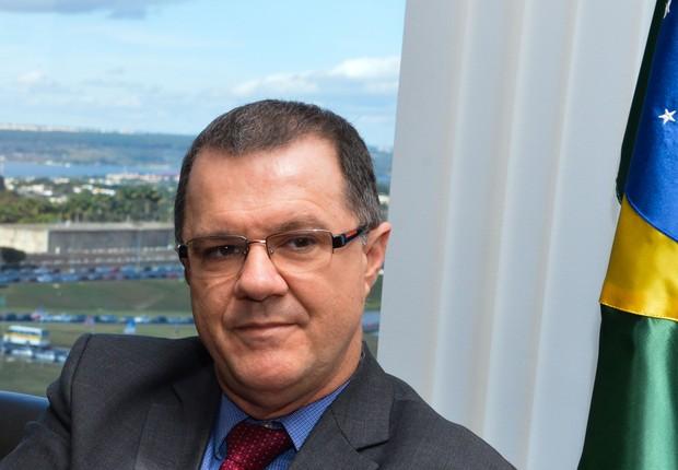 O novo ministro da Secretária da Aviação Civil, Carlos Gabas (Foto: Valter Campanato/ Agência Brasil)