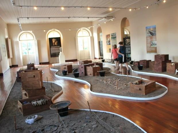 Sala de arqueologia, onde ficam expostos fragmentos arqueológicos encontrados no Amazonas (Foto: Marcos Dantas / G1 AM)