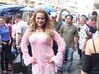 Geisy Arruda causa alvoroço ao andar de lingerie em rua de São Paulo