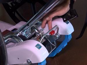 Carro escalador de escadas custou R$ 18 mil (Foto: Reprodução/RBS TV)