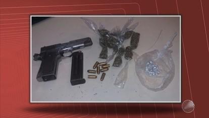 Polícia prende dois suspeitos de integrar quadrilha de tráfico de drogas, na Boca do Rio