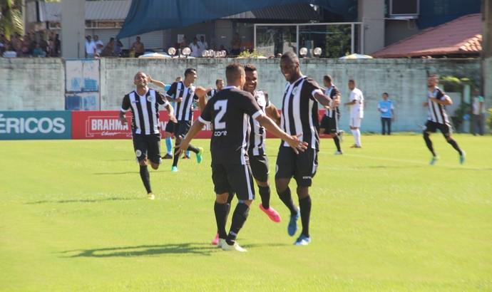 Com dois gols, Jhulliam se destacou na estreia no Carioca (Foto: Divulgação/Resende FC)
