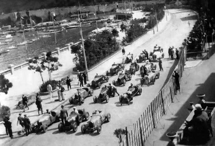 A largada do GP de Mônaco de 1929, com 16 carros no grid (Foto: Reprodução / Twitter)