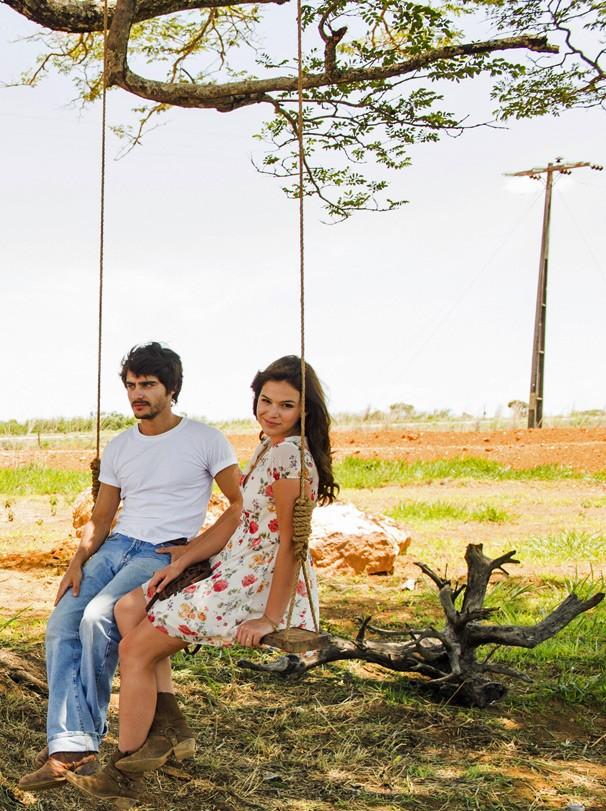 Bruna Marquezine e Gabriel Leicam vivem uma história de amor e tragédia na novela Em Família (Foto: João Miguel JR./Globo)