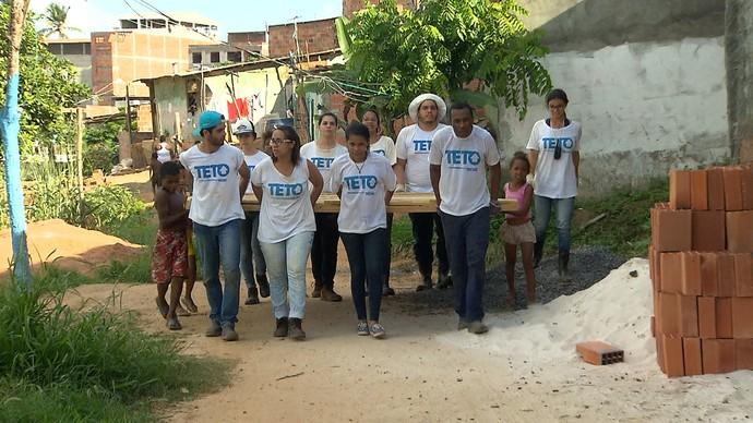 Financiamento coletivo viabiliza a contrução de casas temporárias (Foto: TV Bahia)