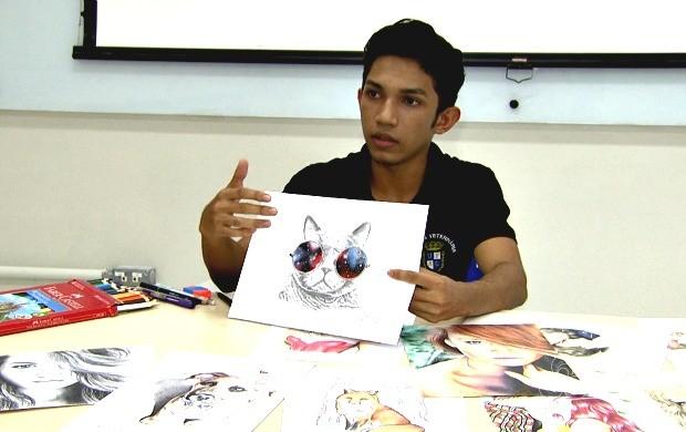 Acreano impressiona a todos com habilidade em fazer desenhos com traços em 3D (Foto: Amazônia Revista)