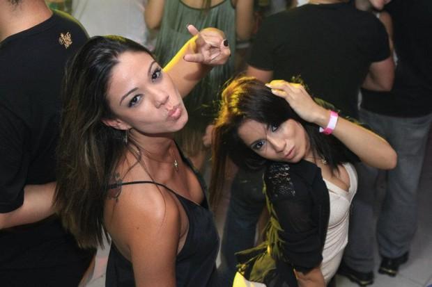 Kamilla Fialho e Anitta (Foto: Reprodução/Facebook)
