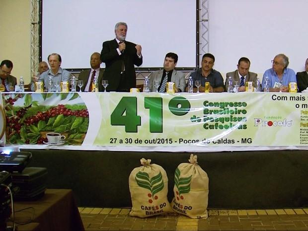 Uma nova variedade de café arábica foi apresentada nesta terça-feira (27) na abertuda do 41º Congresso Brasileiro de Pesquisas Cafeeiras, realizado em Poços de Caldas (MG) (Foto: Reprodução EPTV)