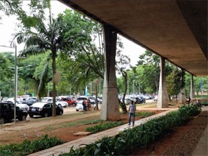 Estacionamento da FAU teve caso de tentativa de estupro, mas não havia câmeras de vigilância no local (Foto: Ana Carolina Moreno/G1)
