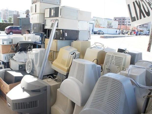 Lixo eletronico exige uma coleta especial porque coloca em risco a segurança do solo e da água. (Foto: Daniel Sousa / TV Cabo Branco)
