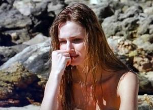 Analú fica humilhada, morrendo de fome (Foto: Guerra dos Sexos / TV Globo)