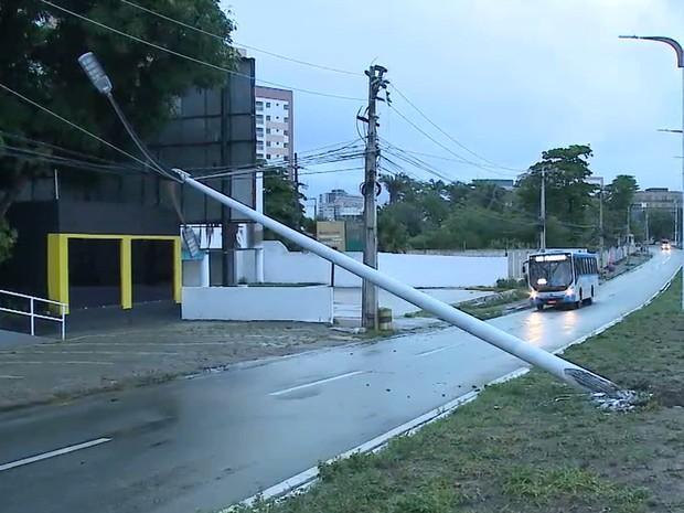 Acidente aconteceu na Avenida Colares Moreira em São Luís (MA) (Foto: Reprodução/TV Mirante)