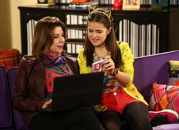 Angela Dippe e Maisa Silva em cena de 'Carinha de Anjo' (Foto: Divulgação/SBT)