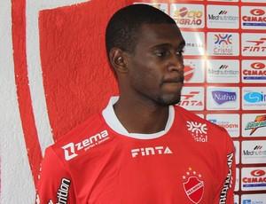 Ernani, lateral-esquerdo do Vila Nova (Foto: Fernando Vasconcelos / Globoesporte.com)