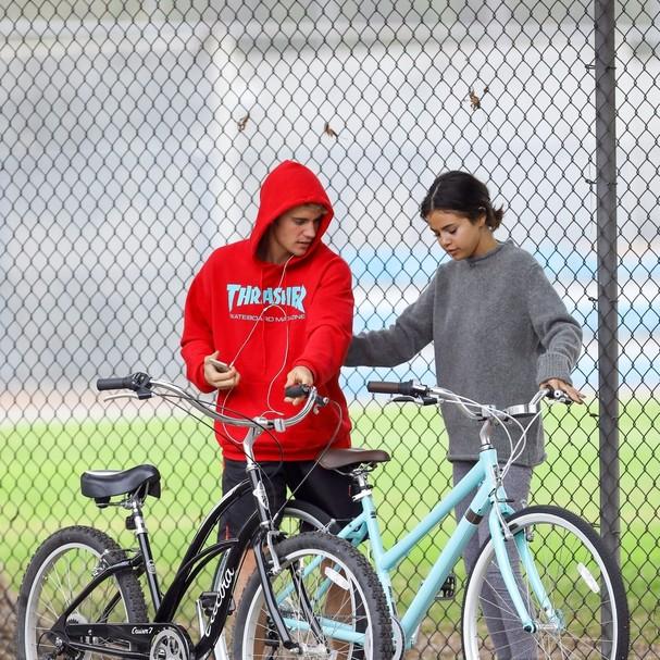 Selena Gomez e Justin Bieber (Foto: AKM-GSI)