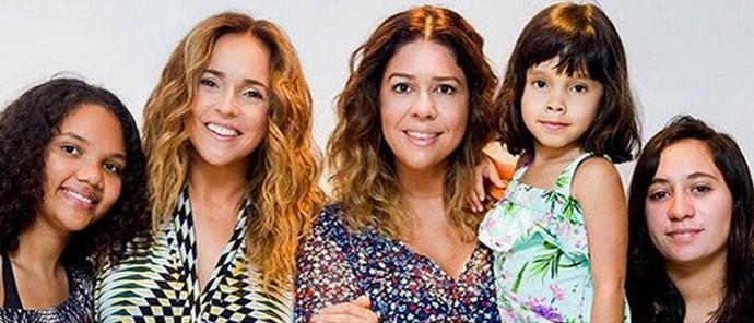 Dani e Malu com as filhas adotivas e a cantora com os filhos biológicos (Foto: Arquivo pessoal e Gshow)