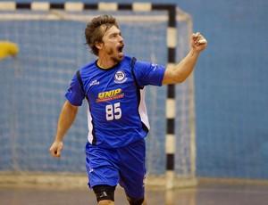 Ponta Fábio Vanini, do Pinheiros (SP), Liga Nacional de Handebol 2012 (Foto: Cinara Piccolo/Photo&Grafia)