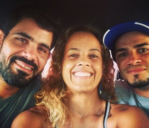 Juliano Cazarré, Maeve Jinkings e Vinícius de Oliveira nos bastidores de 'Boi Neon' (Foto: Arquivo pessoal)