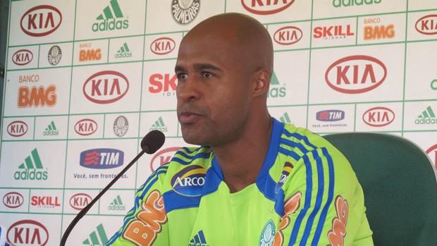 Marcos Assunção em coletiva (Foto: Diego Ribeiro / Globoesporte.com)