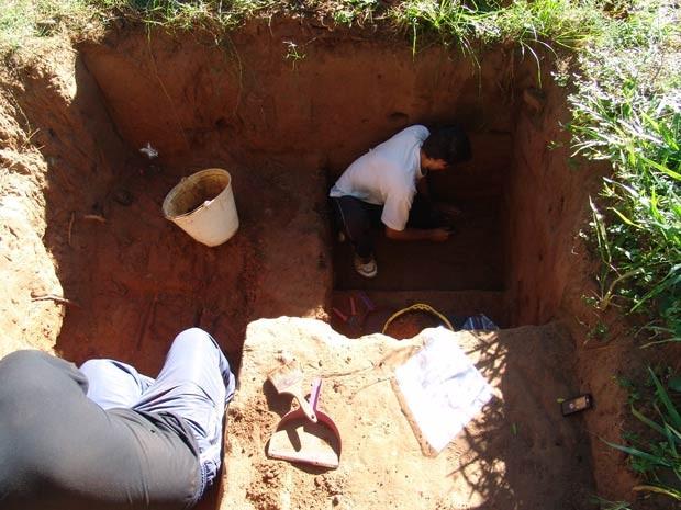 Local explorado pelos arqueólogos em Quaraí (Foto: Saul Milner/UFSM, Divulgação)