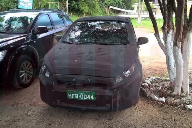 Sucessor do Fiat Punto é flagrado em testes (Foto: Alexandre Mendanha Sampaio)