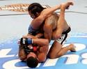 Anthony Pettis rebate Henderson, e Khabib chama campeão de deficiente