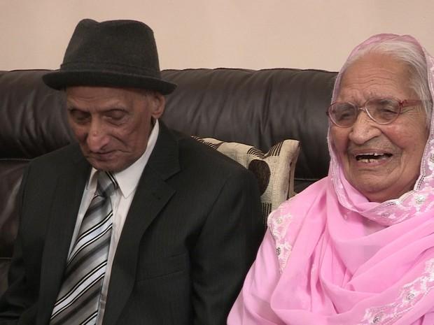 Karam e Kartari Chand estão casados há 90 anos e acredita-se que formem o casal mais longevo da Grã-Bretanha - e talvez do mundo (Foto: BBC)