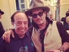 Sergio Mendes tieta Johnny Depp e posta foto em rede social