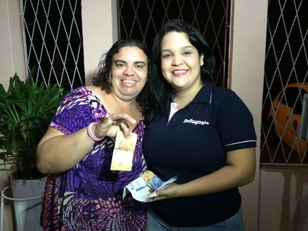 Dona das contas e do dinheiro, Katherine foi buscar o troco na casa de Thaísa em Natal (Foto: Felipe Gibson/G1)