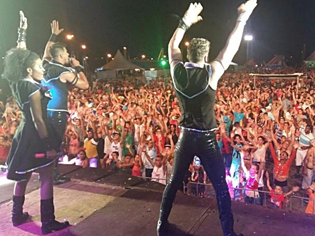 Público lotou espaço para carnaval em Paranapanema (Foto: Adolfo Lima/TV TEM)