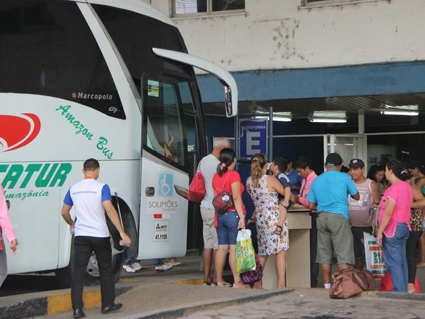 Movimentação aumentou na rodoviária de Manaus durante feriado  (Foto: Indiara Bessa/G1 AM)