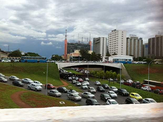 Congestionamento nos arredores da rodoviária do Plano  Piloto, em Brasília (Foto: Daniela Ramalho/G1)